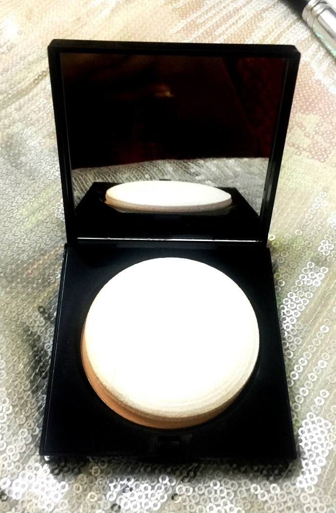 Sheer Finish Pressed Powder by Bobbi Brown Cosmetics #21